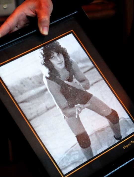 Young Howie Mandel with long hair