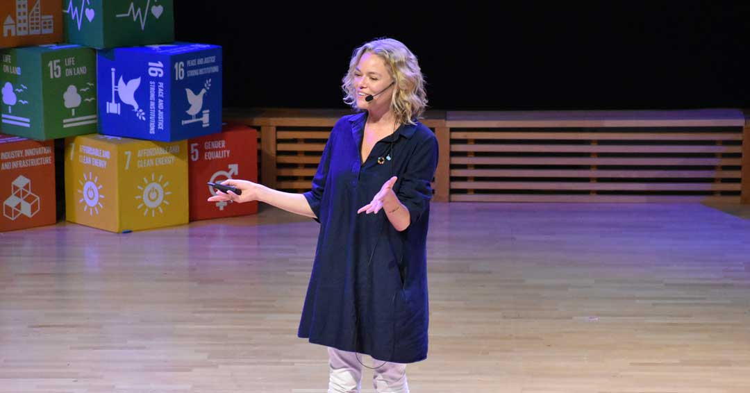 Katherine Maher speaking Ceremonia de clausura Wikimania 2019 by BugWarp
